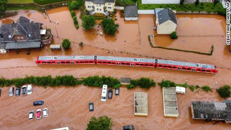 Текущие обновления: смертельные наводнения в Европе