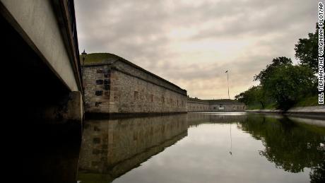 Fort Monroe es el hogar del puerto donde los africanos esclavizados llegaron por primera vez a las costas de Virginia en 1619, lo que marcó el comienzo de la esclavitud estadounidense.