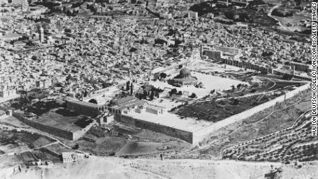 Aerial view of the city across Temple Mount and the Dome of the Rock. (Photo by Hulton-Deutsch Collection/CORBIS/Corbis via Getty Images)