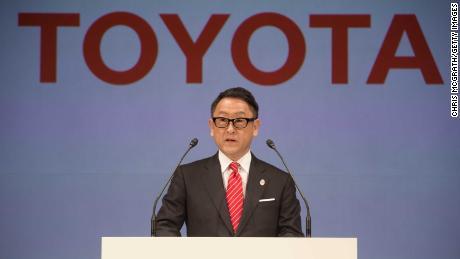 Toyota не размещает олимпийскую рекламу в Японии и несколько спонсоров.  Генеральные директора пропускают церемонию открытия