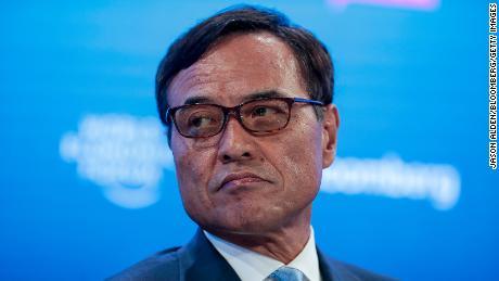 Генеральный директор Suntory Такеши Ниинами во время панельной сессии на Всемирном экономическом форуме в Давосе, Швейцария, в 2020 году.