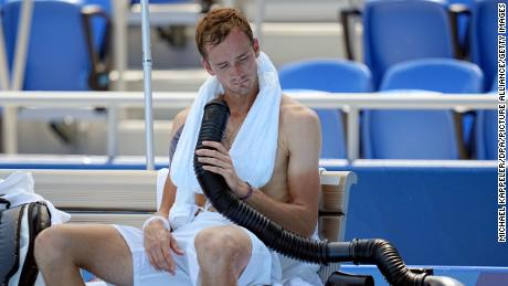 Daniil Medvedev cools down during the break by using a mobile air conditioner and a towel with ice cubes at the Ariake Tennis Park on Saturday.