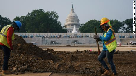 More than 140 business leaders urge lawmakers to pass infrastructure bill