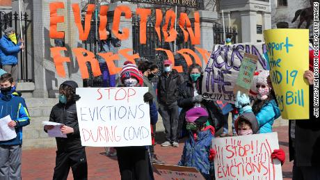 Democrats increase pressure on party leadership to act on eviction moratorium as White House shifts focus to federal aid