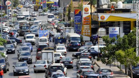 La electricidad y el transporte se convierten en 'lujo'  elementos de la noche a la mañana que aceleran la caída en picada económica del Líbano