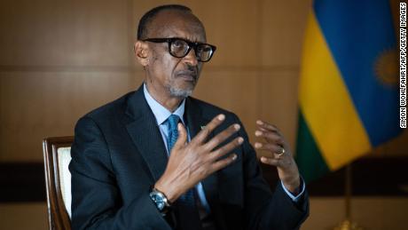 El presidente de Ruanda, Paul Kagame, habla durante una entrevista con medios internacionales en la oficina de la presidencia en Kigali, el 28 de mayo de 2021.