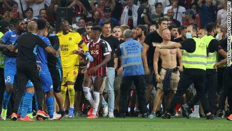 Fans try to invade the pitch during the match between Nice and Marseille.