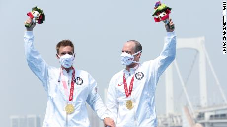 Snyder and guide Greg Billington celebrate their triathlon gold on the podium in Tokyo on August 28.