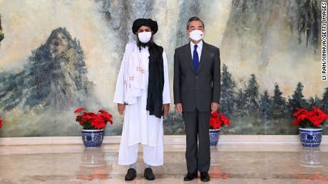 चीनी विदेश मंत्री वांग यी ने २८ जुलाई को उत्तरी चीन के तियानजिन में तालिबान के राजनीतिक प्रमुख मुल्ला अब्दुल गनी बरादर से मुलाकात की.