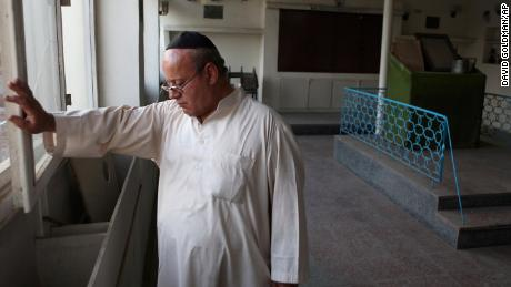 Last known member of Afghanistan's Jewish community leaves country, taking dozens of women and children with him