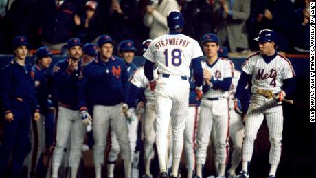 Darryl Strawberry walks back to the New York Mets' dugout during the 1986 World Series. (Photo by MLB Photos via Getty Images)