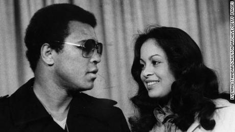 Ali and his third wife Veronica at Heathrow Airport in 1978.