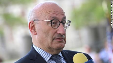 France reminds its ambassadors to the United States and Australia of a new national security partnership