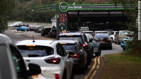 Motorists line up for fuel at a station off the M3 motorway near Fleet, west of London on September 26, 2021.