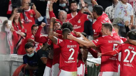 Benfica players celebrate after Núñez scored his side's third goal.