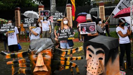 Filipinų teisių organizacijos atmeta velionio diktatoriaus sūnaus prezidento pasiūlymą
