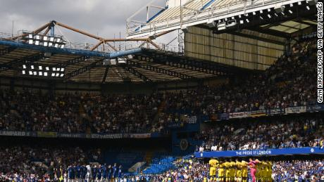 Crystal Palace (R) and Chelsea players line up for a minute's silence for those who have passed away from Covid-19 ahead of the English Premier League football match between the teams at Stamford Bridge in London on August 14, 2021.