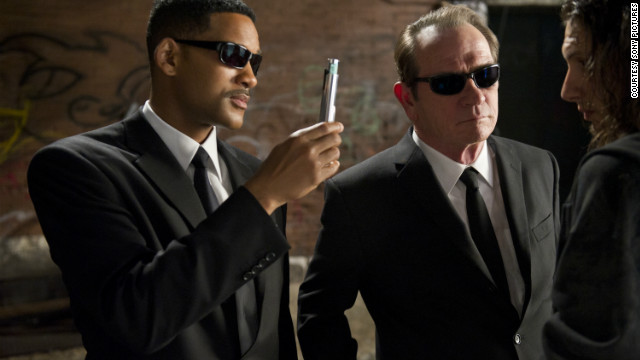 """Agents J and K from the """"Men in Black"""" movies make sure to neuralyze the situation."""