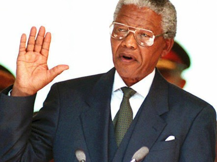 South African President Nelson Mandela takes the oath 10 May 1994 during his inauguration at the Union Building in Pretoria..