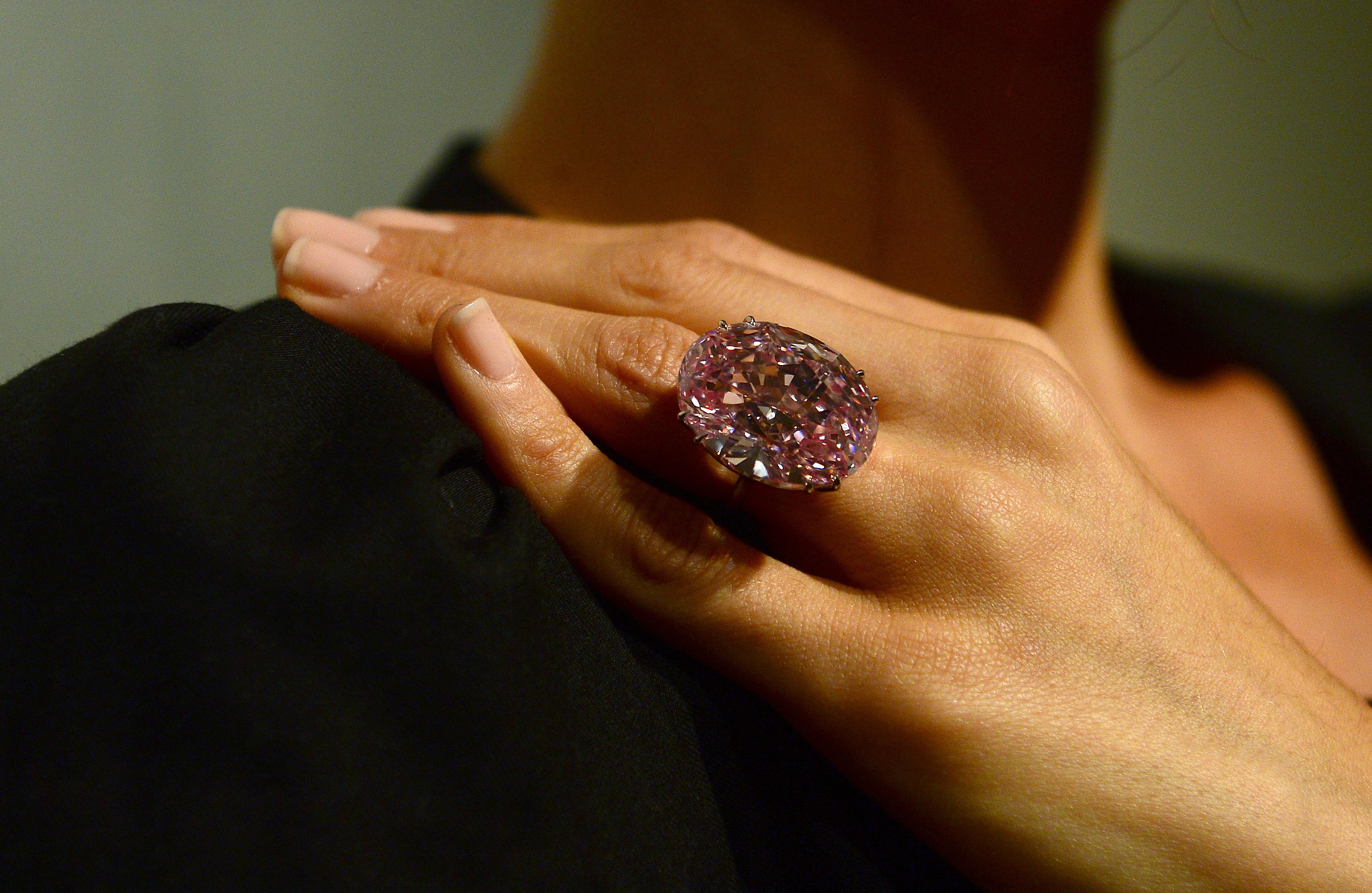 151112124843-pink-star-diamond.jpg