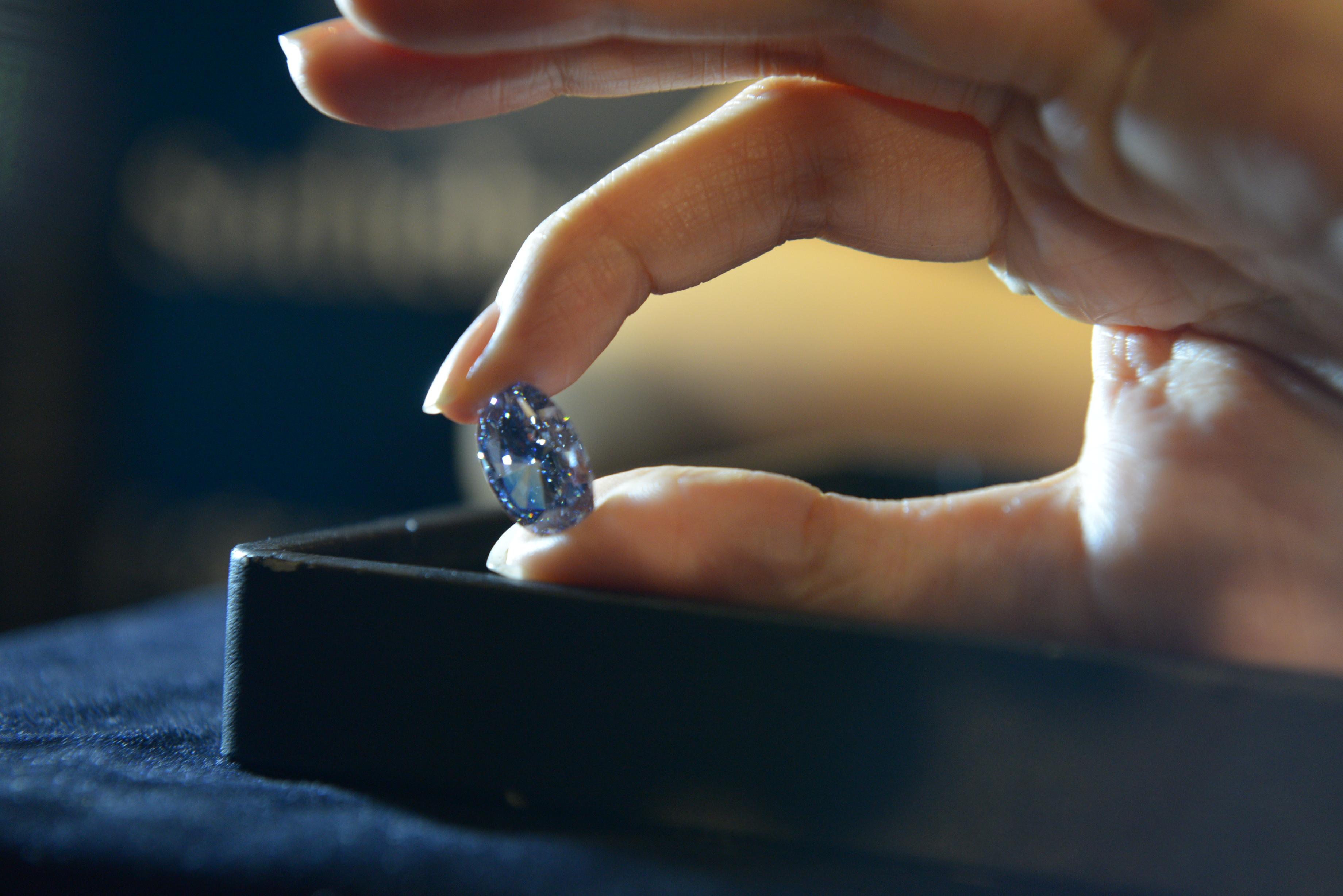 160322145532-rare-blue-diamond.jpg