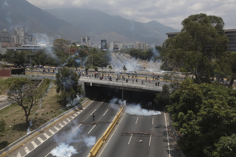 Https 2017 07 31 Design Gallery Pollution Popsicles Aimons Diy Vr Google Cardboard Original Standard Premium Edition Coklat 170419132632 06 Venezuela Opposition Protest 0413