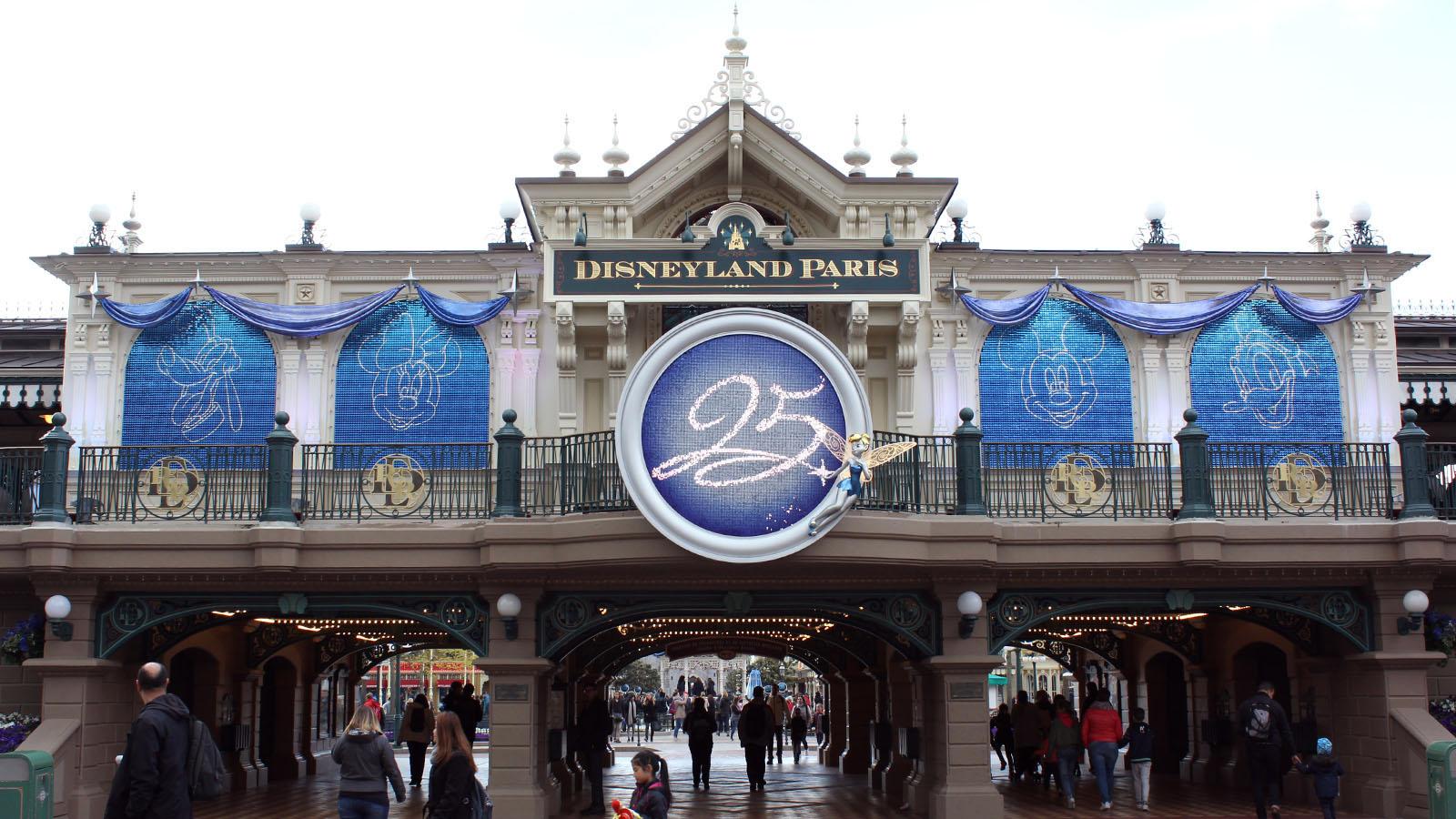 170517104723 Disneyland Paris Main Street Station