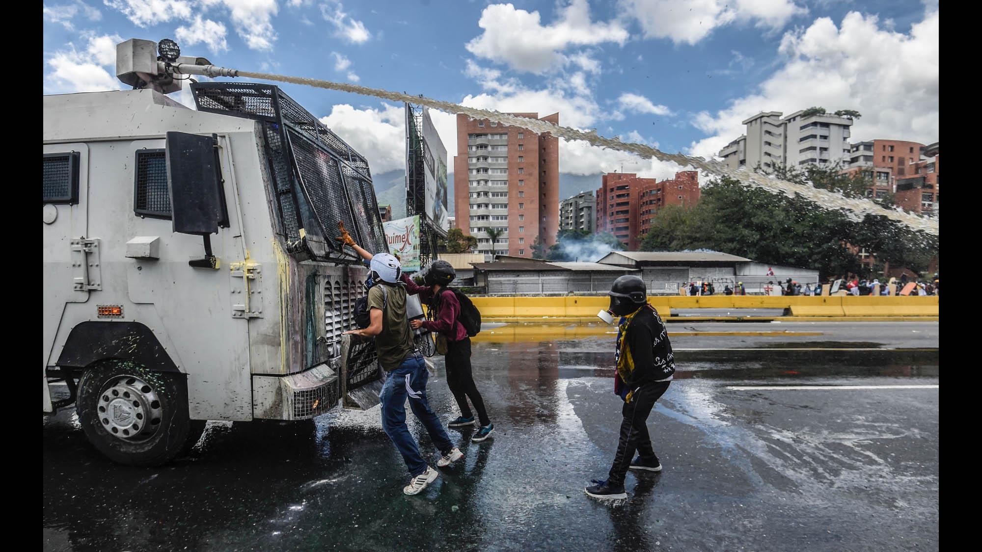 Https 2017 07 31 Design Gallery Pollution Popsicles Waltz Dance Steps Diagram Http Gal2piclabus Key Waltzsteps 170623120112 05 Venezuela Protest 0619