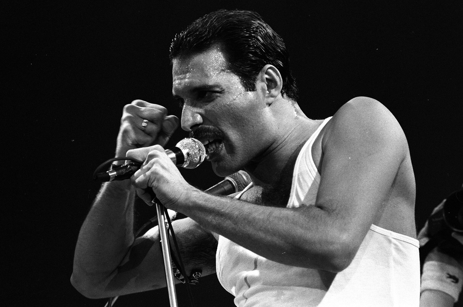 33 years later queen s live aid performance is still pure magic cnn com live aid performance