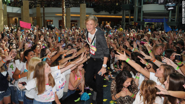 Cody Simpson's fans support his anti-bulling campaign.