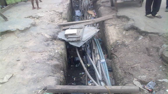 Water intended for domestic use is carried through a choatic network of pipes, many passing through the same open drainages into which sewage is dumped. Cracks in water pipes can lead to contamination of drinking water, says microbiologist Olatunbosun Obayomi.