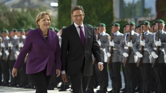 German Chancellor Angela Merkel (L) and Finland