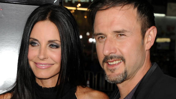 David Arquette plays a concierge who crosses paths with Jules (Courteney Cox).