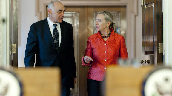 U.S. Secretary of State Hillary Clinton put pressure on Cairo as she met Egyptian Foreign Minister Mohamed Kamel Amr in Washington.