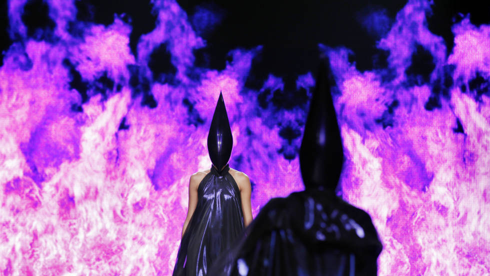 Models present the theatrical creations of British designer Gareth Pugh during the Spring/Summer 2012 ready-to-wear collection show, on September 28 in Paris.