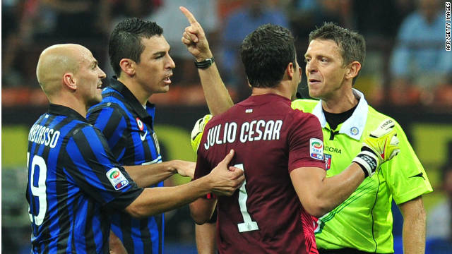 Inter Milan goalkeeper Julio Cesar argues with referee Gianluca Rocchi at the San Siro on Saturday.