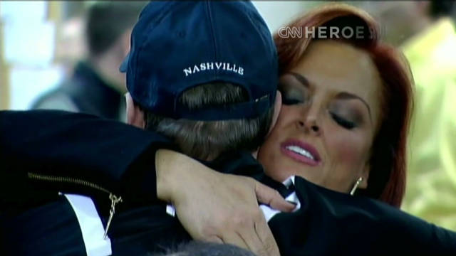 Wynonna Judd helps 'Wounded Warriors'