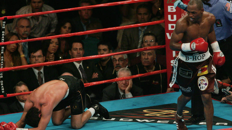 In 2004, Hopkins knocked out Oscar de la Hoya in the ninth round of their Las Vegas middleweight bout to become the first boxer to unify the belts of all four major sanctioning bodies.