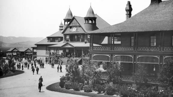Homeless vets want housing at a sprawling campus, seen here in 1890, where thousands of veterans once lived.