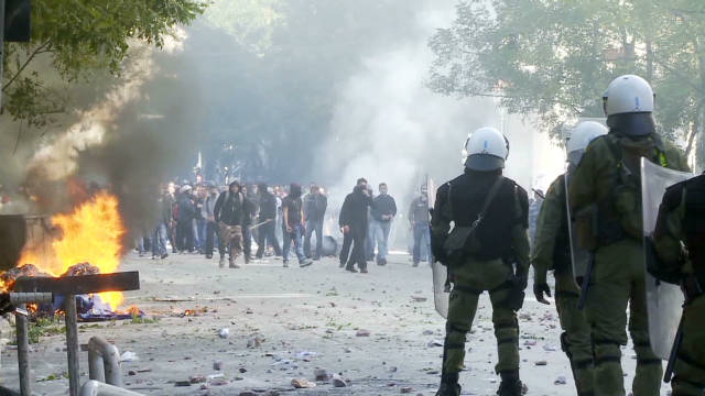 Violent clashes occur in Greece