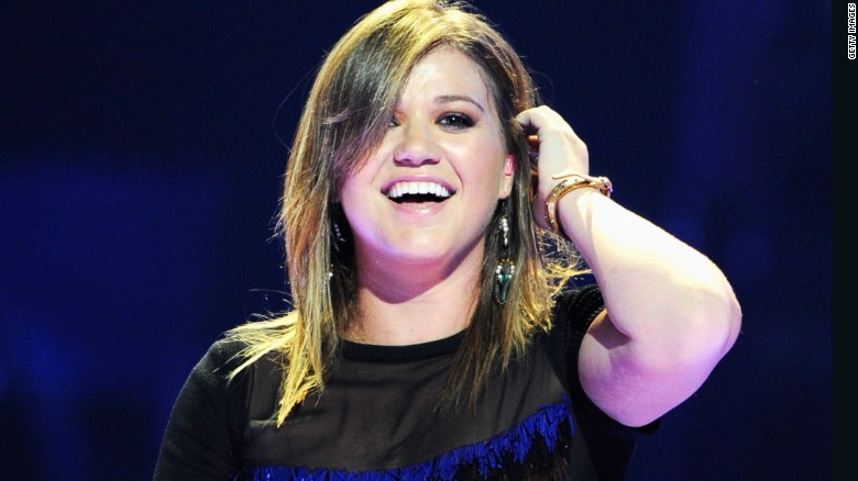 76955e9b229 Kelly Clarkson shuts down body-shaming tweet - CNN