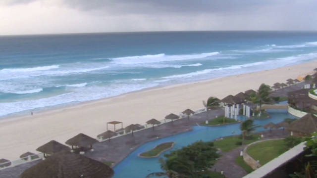 romo cancun resort preps for hurricane rina_00005209