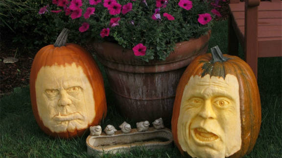 """The face for one of two jabbering grumps, which Curt Peterson of Mill Creek, Washington, titled """"Will This Guy Ever Shut Up?"""" took about four hours to carve."""