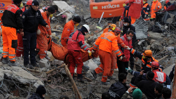 Almost a week after a 7.2 magnitude quake hit Ercis in Turkey, authorities say the death toll has risen to 582.