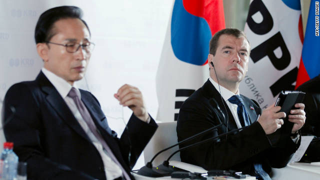 South Korean President Lee Myung-bak and his Russian counterpart Dmitry Medvedev at the Russian-South Korean forum.