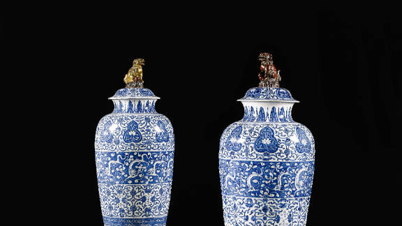 """A matched pair of blue and white """"soldier"""" vases and covers, from the Qing dynasty, Kanxi period, on sale at Sotheby's London on the 9th of November and estimated to sell for between $160,000 (£100,000) and $240,000 (£150,000)."""