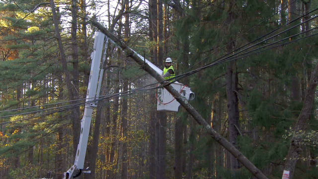 Connecticut battles downed power lines