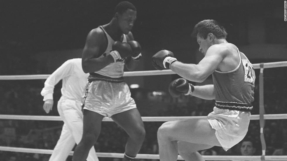 Former heavyweight boxing champ Joe Frazier dies - CNN