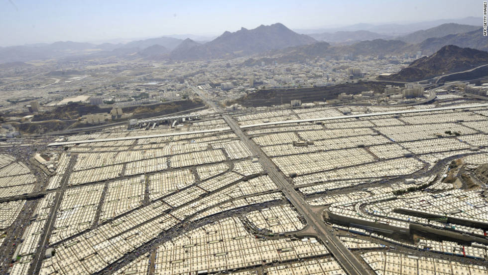 Tens of thousands of pilgrims occupy tents in Mina near Mecca Saudi Arabia & Hajj 2011: Pilgrimage to Mecca