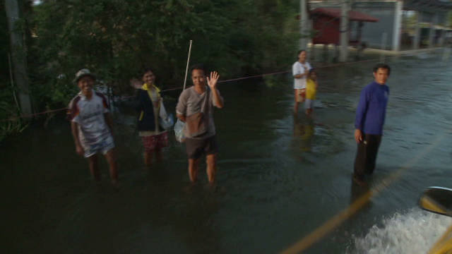 Thai PM visits flooded areas